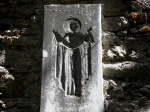 Un fel de icoană a Fecioarei, sculptată în piatră